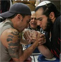 「エンパイア・ステート・ゴールデンアーム・トーナメント」は、様々な民族の人たちが真剣に、かつ友好的に競う腕相撲大会である。