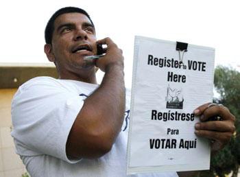 有権者登録では、ボランティアが重要な役割を担う (©AP Images/Ross D. Franklin)