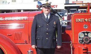 インディアナ州ダイアーでボランティア消防隊長を務めるサド・スタトラー。彼の家系には、100年近くも前から、消火や人命救助活動をしてきた人たちがいる。曾祖父にあたるフィリップ・キールマンは、1915年にダイアーのボランティア消防隊に加わった (courtesy of Thad Stutler)