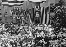 1914年6月のフラッグ・デーの様子