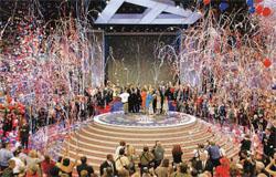 共和党と民主党の大統領候補を指名する全国大会は、その前に行われる予備選挙の 活動が広がったことにより、この数十年間で重要性が薄れてきた。現在では、指名された候 補者を披露する場となっている。写真は2004年ニューヨークで開かれた共和党全国大会 (©J. Scott Applewhite/AP Images)