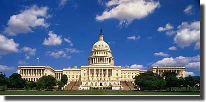首都首都ワシントンにある連邦議会議事堂は、長い間、米国の代議政治を象徴する存在となってきた。上院と下院の2つの議院に分かれており、新しい法律が効力を持つためには両院が合意する必要がある。