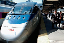 ボストンとワシントンを結ぶアムトラックの特急列車アセラ(© AP Images)