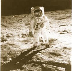 月面に到達した宇宙飛行士 (1969年7月20日) (National Aeronautics and Space Administration (NASA))